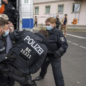Сблъсъци между полицията и протестиращи в Лайпциг