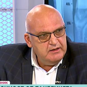 Д-р Брънзалов: Противоречивите мнения за COVID-19 са причината за ниския процент имунизирани
