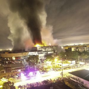 U zemljotresu na Filipinima poginulo najmanje četvoro ljudi, zapalio se tržni centar