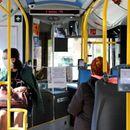 Vesić osudio incident sa autobusom u koji je BAČEN SUZAVAC