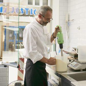 MALI SRPSKI SLADOLEDAR OD KOJEG ITALIJANI NARUČUJU SLADOLEDE Kako su Šobići postali najneobičnija sladoledžijnica u gradu