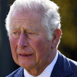 (UŽIVO) EMOTIVNI PRIZORI ISPRED ZAMKA VINDZOR Princ Čarls sa suzama u očima stigao na sahranu svog oca princa Filipa