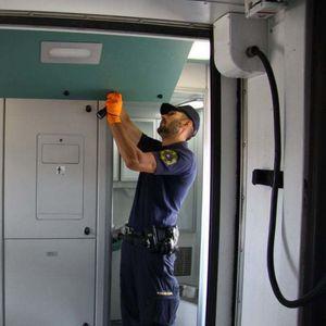KONDUKTER IZ SRBIJE ČLAN KRIMI-GRUPE U vagonu krio 13 kilograma droge vredne više od MILION EVRA, a jedan detalj zbunio je i policajce i njegove kolege