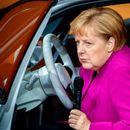"""""""HERKULOVSKI ZADATAK"""" Merkel na sajmu automobila: Ulagati u ELEKTRIČNA VOZILA"""