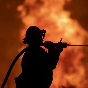 """""""SAVRŠENA OLUJA"""" Zašto vatrogasci u Kaliforniji NE MOGU da obuzdaju požare koji su među NAJVEĆIMA U ISTORIJI"""