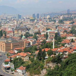 Купете вакцини – Сараево на нозе по најавата за викенд карантин ВИДЕО