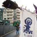 Со напуштање на работните места и палење на градници, жени протестираа во Швајцарија