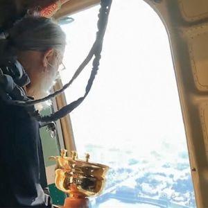 Руски попови од авион прскаа со света вода за да го спасат градот од блуд и разврат ВИДЕО