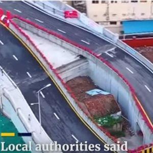 Околу куќата ѝ изградија автопат, а таа одбива да се пресели