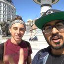 Двајца туристи од Америка дошле во Скопје за да ги избројат спомениците