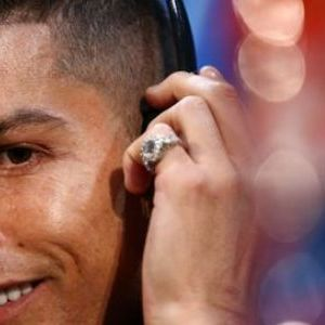 Кристијано Роналдо обожава дијаманти: На себе носи неколку милиони евра