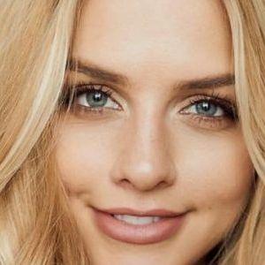 Мед-руса: Најмодерната боја на коса за оваа сезона