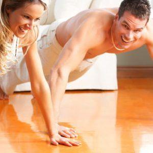 Вежбањето во пар го зајакнува телото, но и врската!