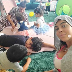 Џорџина објави семејна фотографија, но дали носи гаќи на неа