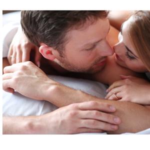 """Како мажите водат љубов кога се """"луди"""" по вас: 5 показатели дека се заљубени"""