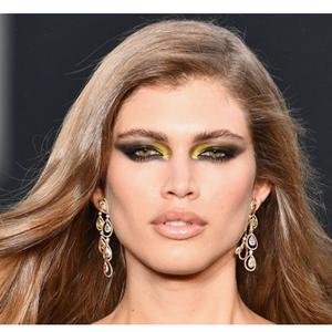 Таа е прва трансродова манекенка на насловната страна на славниот магазин, ова се нејзините најпровокативни фотографии