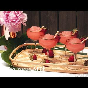 Идеално за љубителите на вина и ледени коктели – ова лето ќе се пие FROSÉ!