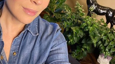 """""""Дозволете ми да ви покажам што прави KОВИД-19"""": Шокантни снимки од Алиса Милано како ја губи косата по корона вирусот"""