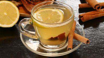 Докажаниот рецепт на д-р Мендела за губење на тежината: Една чаша од овој пијалок пред спиење ги топи сите масни наслаги!