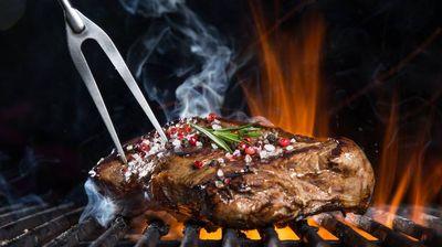 Готвачка ја откри тајната на совршено подготвениот бифтек – на овој начин, секој пат, ќе биде како од ресторан + РЕЦЕПТ за најдобриот сос за скара!