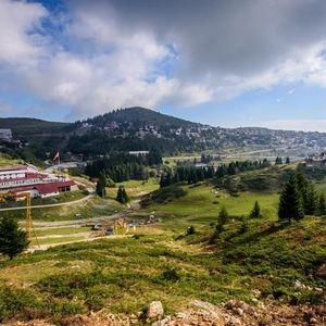 ВИКЕНД КАКО НА АЛПИТЕ: На Попова Шапка е убаво и кога нема снег