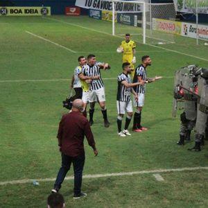 Во бразилска лига, фудбалерите удрија по специјалците – па си го добија!
