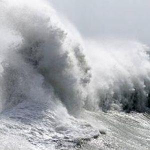 ВИДЕО: Луѓето бараат помош од морето во Хрватска - спасувањето е во тек