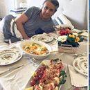 ФОТО: Поради овие фотографии му е укинат азилот на Асанж -  фатен во непријатна ситуација