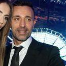 """Поранешниот сопруг на Емина Јаховиќ има нова девојка - """"уловен"""" со згодна русокоса"""
