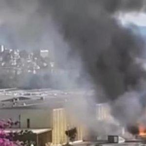 Голем пожар во Хрватска - горат автомобили, се слушаат детонации