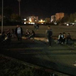 Сите се на улица поради можен нов земјотрес - жителите на Драч ноќта ќе ја поминат надвор