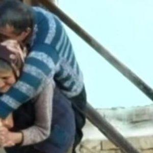 """""""Таа е мајка храброст, ми го подари животот"""" - Олга и на 77 години на грб го носи својот 59-годишен син"""