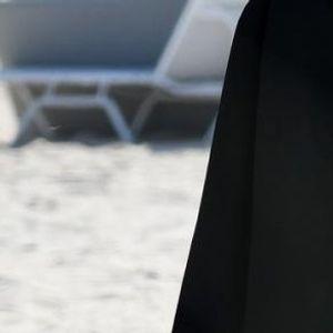 Кејт ги покажа голите гради во Мајами - го помести капутот и овозможни глетка од милион долари