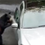 ВИДЕО: Мечка ја отвори вратата и им провали во автомобилот