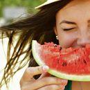Најдобар напиток за летово - исецкана лубеница измешајте со една билка и ќе ве разлади за секунда