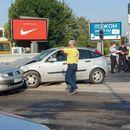 """Утринава сообраќајка на булевар """"Србија""""- турнат и семафор"""