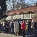 ФОТО: Редици чекаат за да примат вакцина- колона долга стотина метри во Загреб