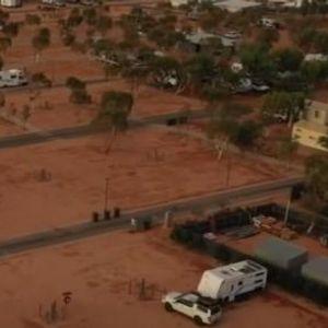 Австралија на удар а силен циклон - се подготвуваат засолништа и се делат вреќи со песок