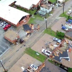 Торнадо го срина со земја Тексас