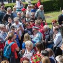 """Некогаш денеска беше """"ден на младоста"""": Во Кумровец се поклонија пред бистата на Тито"""