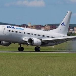 Бугарски авион влегол во турболенција-10 патници повредени