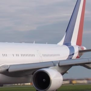 Ѕвер во воздух: Со овој авион лета Макрон