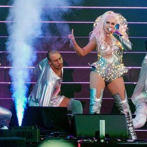 Кристина Агилера падна на бина за време на концерт во Русија (ВИДЕО)