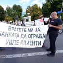 """Штедачите на Еуростандард банка на протест – """"Вратете ни ги парите"""""""