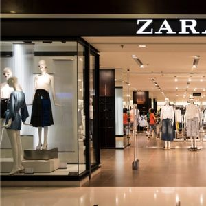 """""""ЗАРА"""" ги изиграла вработените: Планот за затворање на продавниците отишол наопаку, работниците сами даваат отказ"""