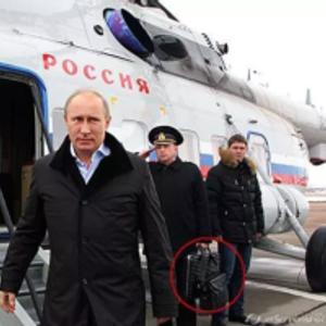 Путин стигна во Белград со црната актовка, претседателот не се дели од неа
