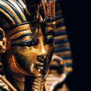 Научници тврдат дека накитот на Тутанкамон има вонземско потекло