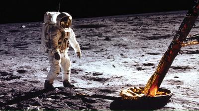 НАСА: Месечината се намалува, регистрирани се потреси и пукање на кората