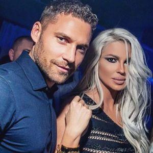Душко Тошиќ скроз гол, еротски слики со српска манекенка ја надминаа и Карлеуша