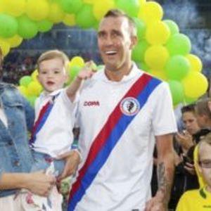Фудбалска ѕвезда од болнички кревет го прослави роденденот на ќерката